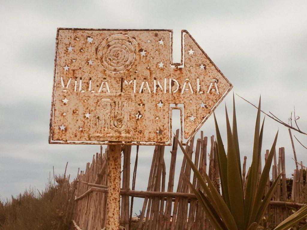 Sign pointing to Villa Mandala